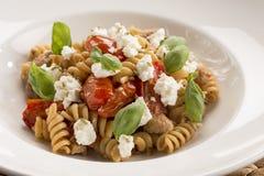 Fusilli com salsicha & a ricota italianas Fotografia de Stock