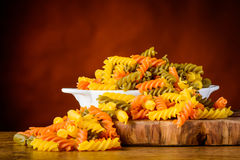 Χρωματισμένα ζυμαρικά Fusilli Doppia Rigatura Στοκ Εικόνες