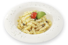 Fusilli mit Tomate und Basilikum Lizenzfreies Stockfoto