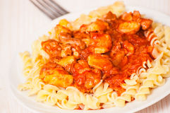 Fusilli pasta with chicken in tomato sauce Royalty Free Stock Photos