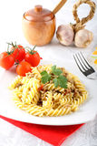 Fusilli pasta med köttsås Arkivfoto