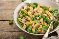 Free Fusilli Pasta With Salmon, Spinach And Grean Peas Stock Photo - 105307280