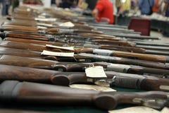 Fusils sur la table, foyer sélectif Image stock