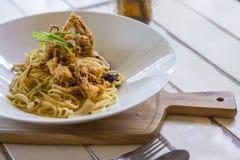 Fusion aglio Oliospaghettis mit gebratener weicher Oberteilkrabbe Stockfotos