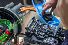 Fusion som splitsar maskinen, optisk kabel för fiber, kontaktdon, Terminat Fotografering för Bildbyråer
