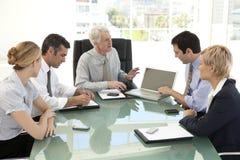 Fusion und Erwerb Führungsteam stockbilder