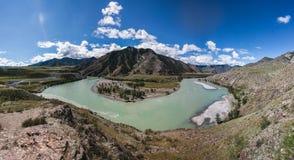 Fusione dei fiumi della montagna Immagini Stock