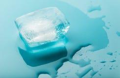 Fusione del primo piano del cubetto di ghiaccio Fotografie Stock