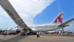 Fusoliera ed ala di Qatar Airways Boeing 787-8 Dreamliner a Singapore Airshow Immagine Stock Libera da Diritti