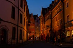 Fussen, Allemagne, le 26 mai 2018 Rue de nuit en Bavière de Fussen Allemagne photo libre de droits