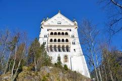 Fussen Bayern, Tyskland: Marschera 21, 2014 - sidosikten av den Neuschwanstein slotten Royaltyfri Bild