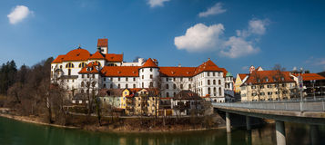 Fussen, vecchia via della città della Germania Immagine Stock Libera da Diritti