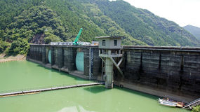 Futagawa fördämning i den Arita floden i Wakayama, Japan Royaltyfri Foto