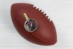 Futbol amerykański bada dla właściwej inflaci piłka Zdjęcia Stock