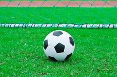 Futbol i boisko do piłki nożnej. obraz royalty free
