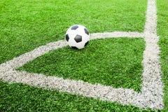 Futbol na zieleni pola conner Obrazy Royalty Free