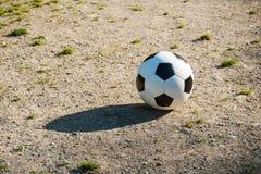 Futbol, piłka na kara punkcie, futbol gruntuje dla młodości Fotografia Stock