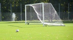 Futbol Piłka na trawie Obraz Stock