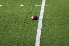 Futbol umieszczający na polu obrazy royalty free