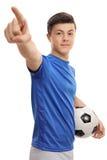 Futbolista adolescente que señala con su mano Fotos de archivo