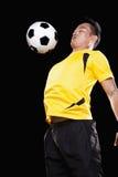 Futbolista chesting piłka, czarny tło zdjęcie royalty free