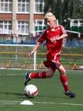 Futbolista con la bola Imágenes de archivo libres de regalías