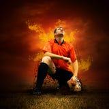 Futbolista en fuegos fotografía de archivo libre de regalías