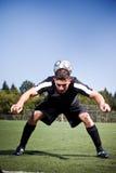 Futbolista hispánico del fútbol o que golpea una bola con el pie Foto de archivo