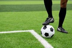 Futbolista jest ubranym błękitną koszula, czerni spodnia raniący fotografia stock
