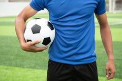 Futbolista jest ubranym błękitną koszula, czerni spodnia raniący zdjęcie royalty free