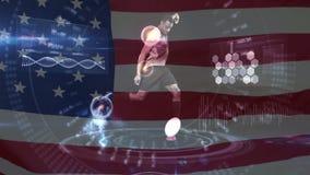 Futbolista que golpea la bola con el pie con el interfaz y la bandera americana almacen de metraje de vídeo