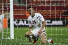 Futbolista visto a través de red Foto de archivo