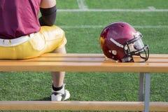 Futbolista y casco Fotos de archivo libres de regalías