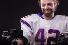 Futbolista z smartfone na gimbal zdjęcie stock