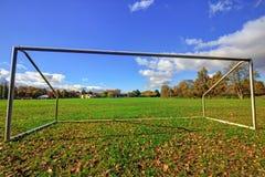 Futbolowa bramy kałuża na boisku zdjęcia royalty free