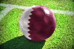 Futbolowa piłka z flaga państowowa Qatar Zdjęcia Stock