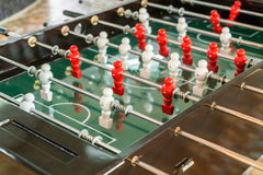 Futbolowa stołowa gra z czerwonym i białym graczem Zdjęcia Royalty Free