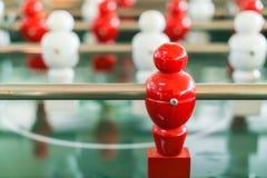 Futbolowa stołowa gra z czerwonym i białym graczem Fotografia Stock