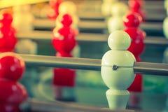 Futbolowa stołowa gra z czerwonym i białym graczem (Filtrujący wizerunek zdjęcia royalty free
