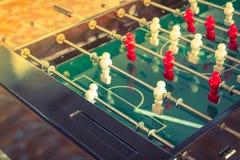 Futbolowa stołowa gra z czerwonym i białym graczem (Filtrujący wizerunek Zdjęcia Stock