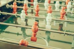 Futbolowa stołowa gra z czerwonym i białym graczem (Filtrujący wizerunek Obrazy Stock