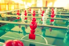 Futbolowa stołowa gra z czerwonym i białym graczem (Filtrujący wizerunek Zdjęcie Royalty Free