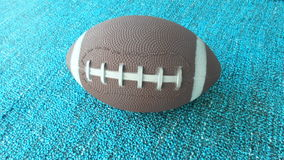 Futbolowa zabawka na błękit ziemi Zdjęcie Royalty Free