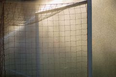 Futbolowe piłka nożna sporta bramy na dżdżystym polu Zdjęcie Royalty Free