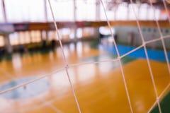 Futbolowy defocused bramy pole, Futsal balowy pole w gym salowym, piłka nożna sporta pole Obrazy Royalty Free