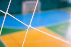 Futbolowy defocused bramy pole, Futsal balowy pole w gym salowym, piłka nożna sporta pole Obrazy Stock