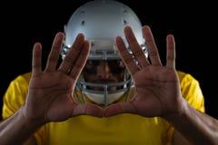 Futbolu amerykańskiego gracz pokazuje ręka gesty Obraz Stock