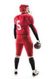 Futbolu amerykańskiego gracz pozuje z piłką na białym tle Zdjęcie Stock