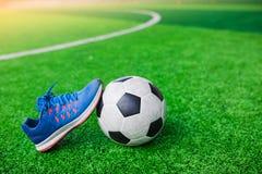 Futbolu i sportów buty na sztucznej murawie Obrazy Royalty Free