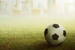 Futbolu lub piłki nożnej piłka na stadium obraz royalty free